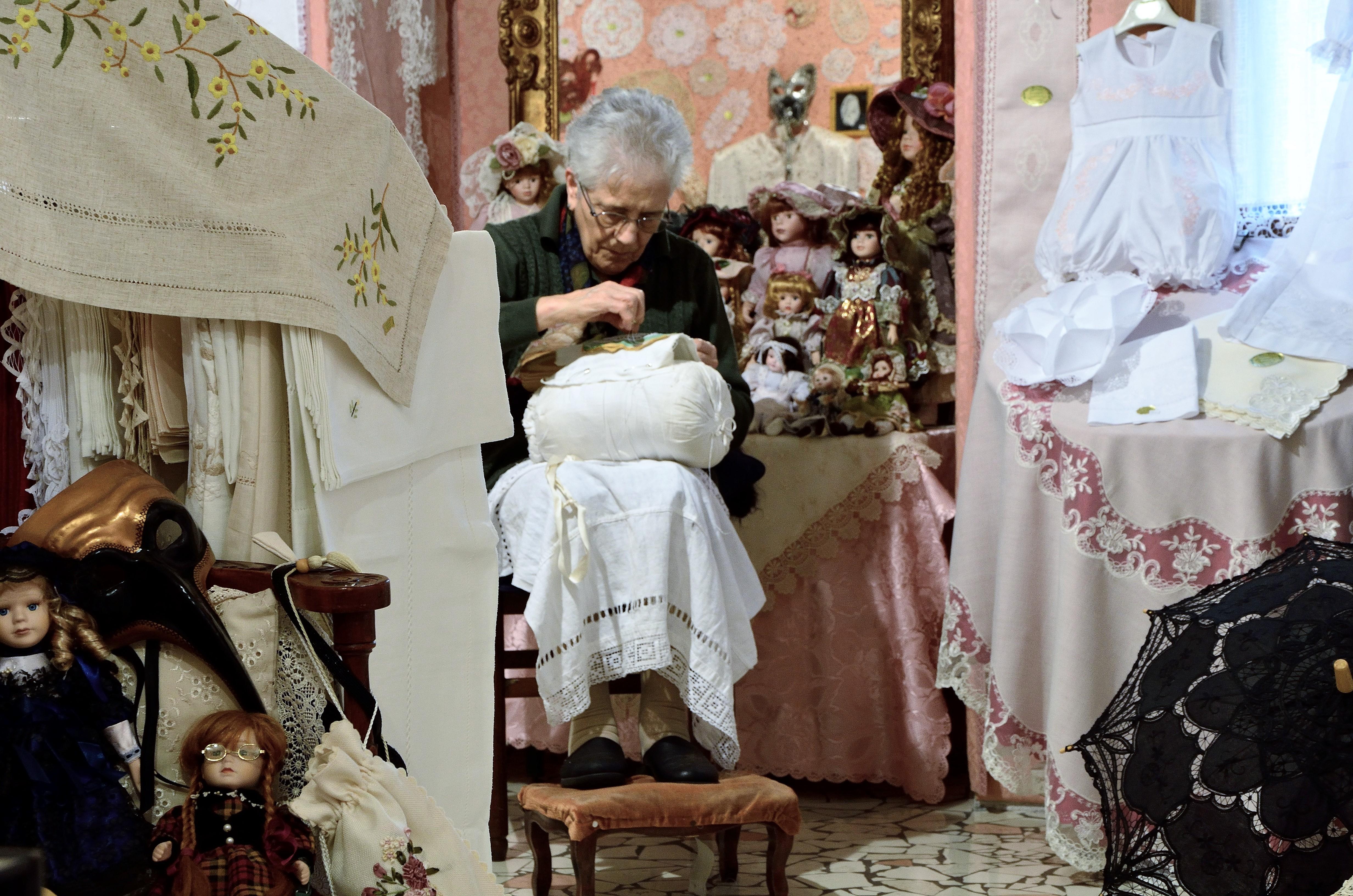 Gli artigiani di un tempo sprea fotografia for Rivista casalinga per artigiani
