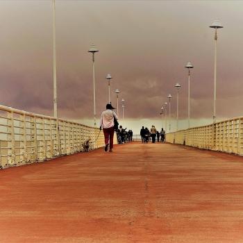 Al pontile di Marina di Massa mi esprimo con lo spazio e con il tempo.