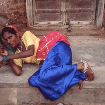 foto 1: il Risveglio - foto 2 : Povertà, Dignità, Eleganza - foto 3 : Fatica - foto 4 : Di tutto e di più - foto 5 : Luci sulla via - foto 6 : Speranza