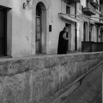 SGUARDO SULLA CITTA' Cercando l'attimo fuggente, tra vicoli e strade della mia Palermo, una Città dai forti contrasti, sempre in bilico tra cultura ed inciviltà, tra le pieghe nascoste della sua anima vera